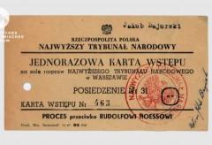 Deutsches Historisches Museum – Eintrittskarte von Jakub Bajurski zum Prozess gegen Rudolf Höß, Warschau