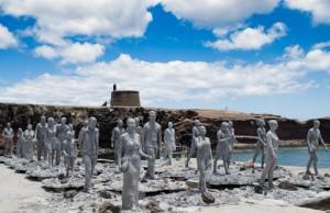 """Unterwassermuseum im Bau – noch befinden sich die lebensgroßen Plastiken des """"Museo Atlántico"""" auf Lanzarote an Land. Bildnachweis: Jason deCaires Taylor"""