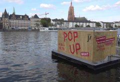 Auf dem Pop Up Boat des Jüdischen Museums Frankfurt: Interview mit Fritz Backhaus