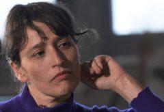 Die Videokünstlerin Eli Cortiñas im Gespräch mit der Kuratorin Maria Sitte.