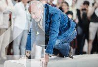 """Performance zur Ausstellung """"Erwin Wurm – Performative Skulpturen"""""""