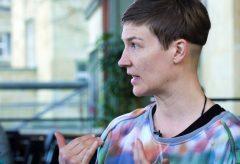 Pilvi Takala im Gespräch mit Kuratorin Katharina Dohm