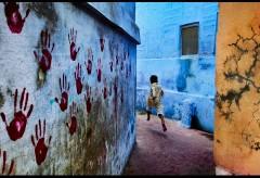 Museum für Gestaltung – In Conversation with Steve McCurry – Boy in Midflight