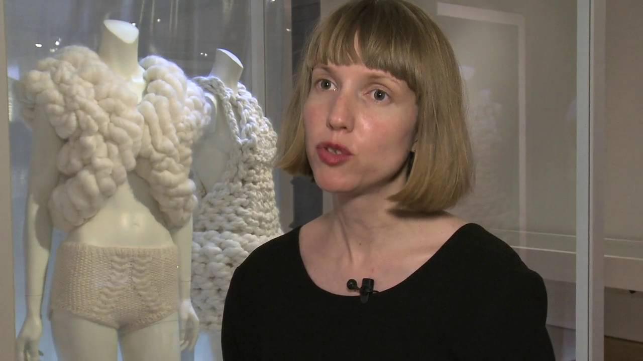 body jewels ausstellung im textilmuseum st gallen museumsfernsehen. Black Bedroom Furniture Sets. Home Design Ideas