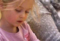 Von allen Sinnen! Kunst kitzelt Kinder