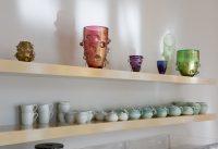 Ein Café in der Ausstellung: Caro Niederer – Good Life Ceramics